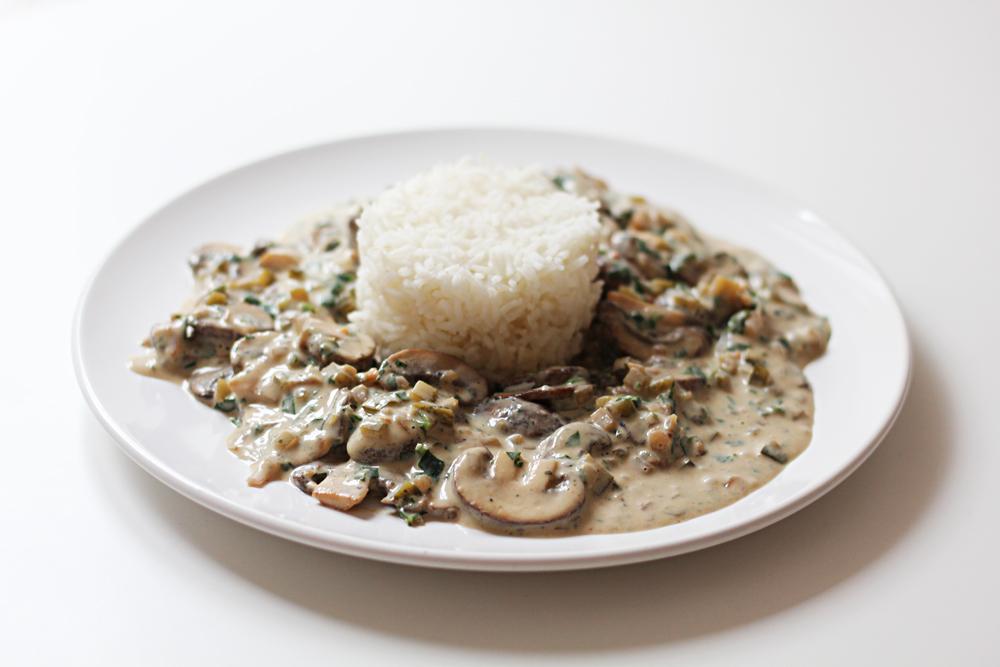 Vegane Pilzpfanne Stroganoff mit Reis