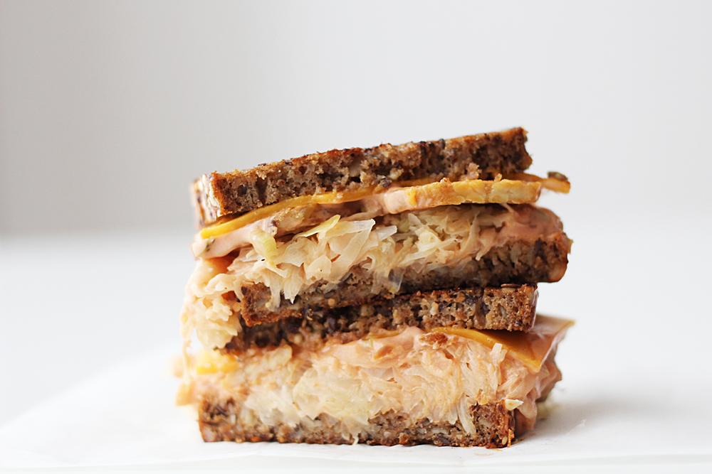 Veganes Reuben Sandwich