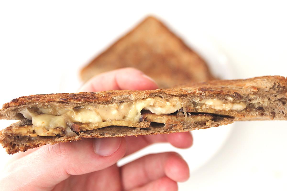 Erdnussbutter-Bananen-Sandwich
