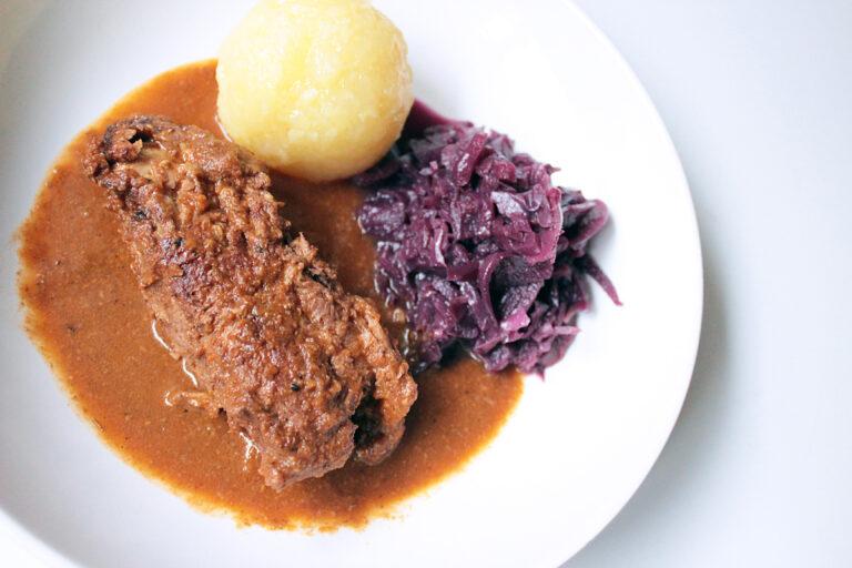 Vegane Rouladen in Bratensauce