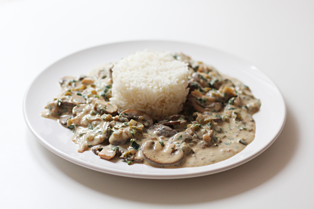 vegan mushroom stroganoff with rice cheap and cheerful cooking. Black Bedroom Furniture Sets. Home Design Ideas