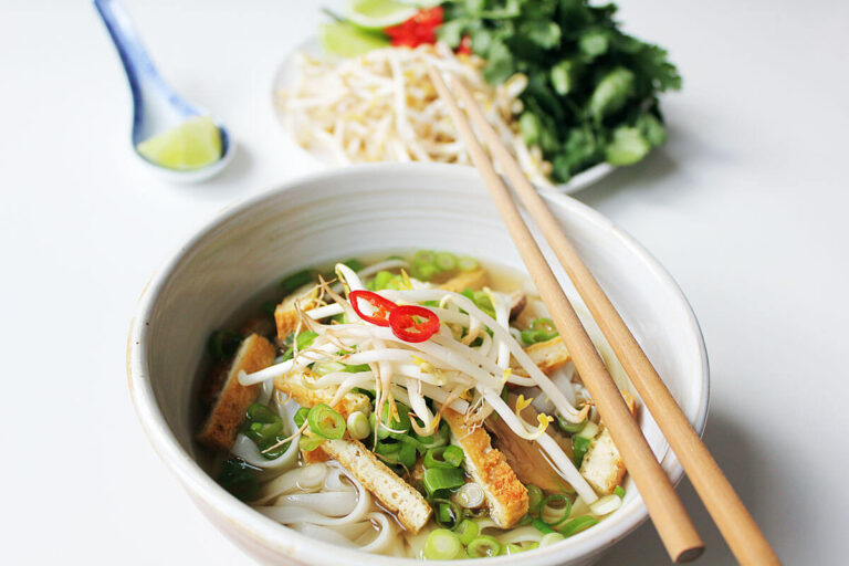 Vegane Pho - Vietnamesische Reisbandnudelsuppe