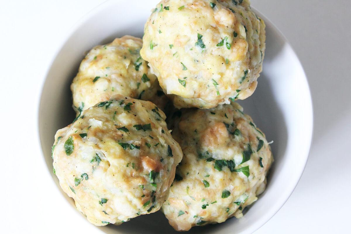 Vegan Bread Dumplings (Semmelknödel)