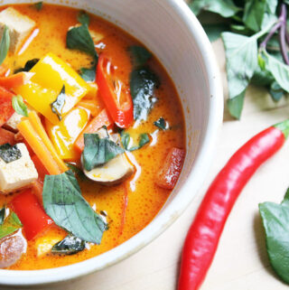 Rotes Thai Curry mit Tofu (Vegan)