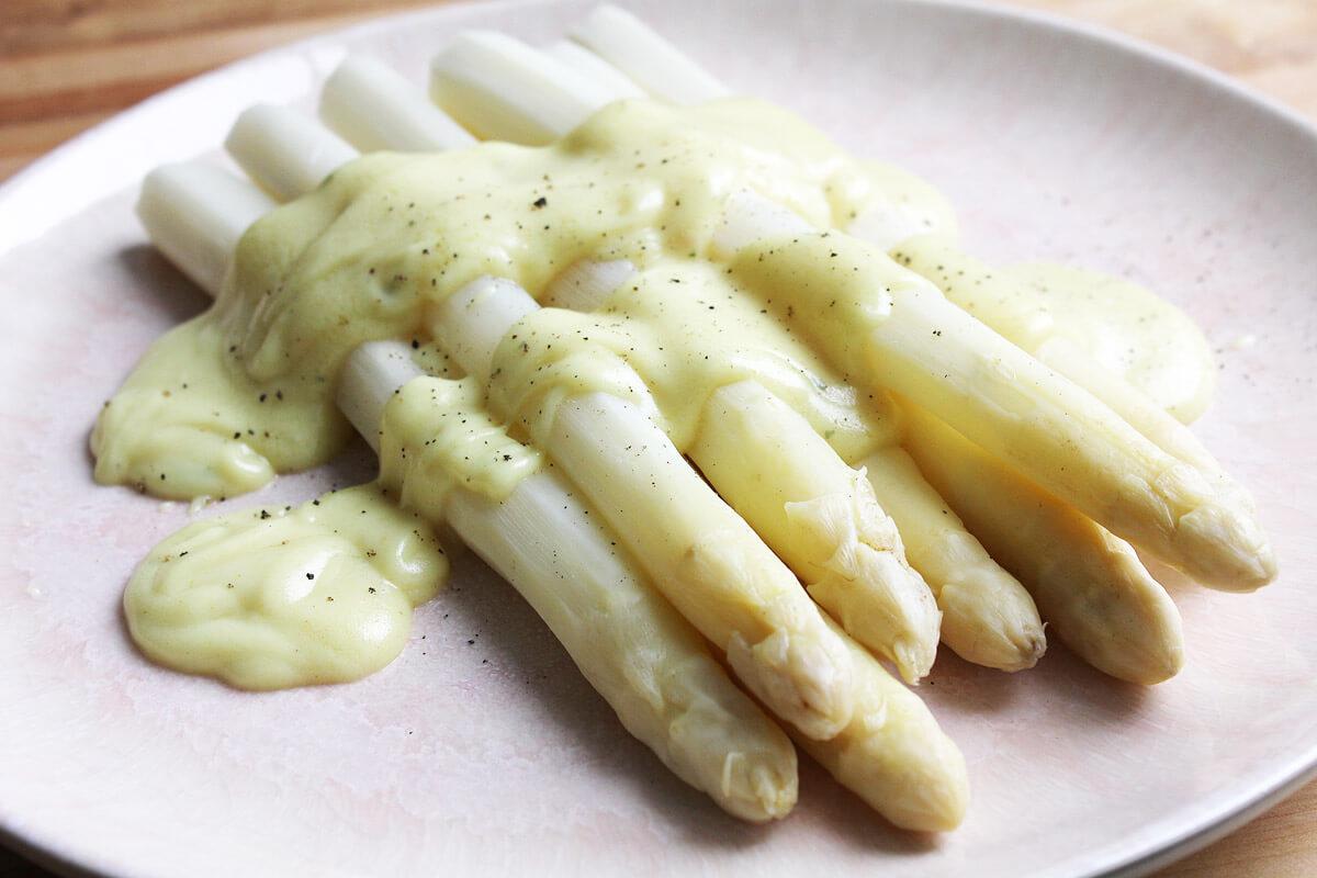 Asparagus with Vegan Hollandaise Sauce