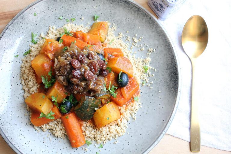 Marokkanische Gemüse-Tajine mit Couscous (Vegan)