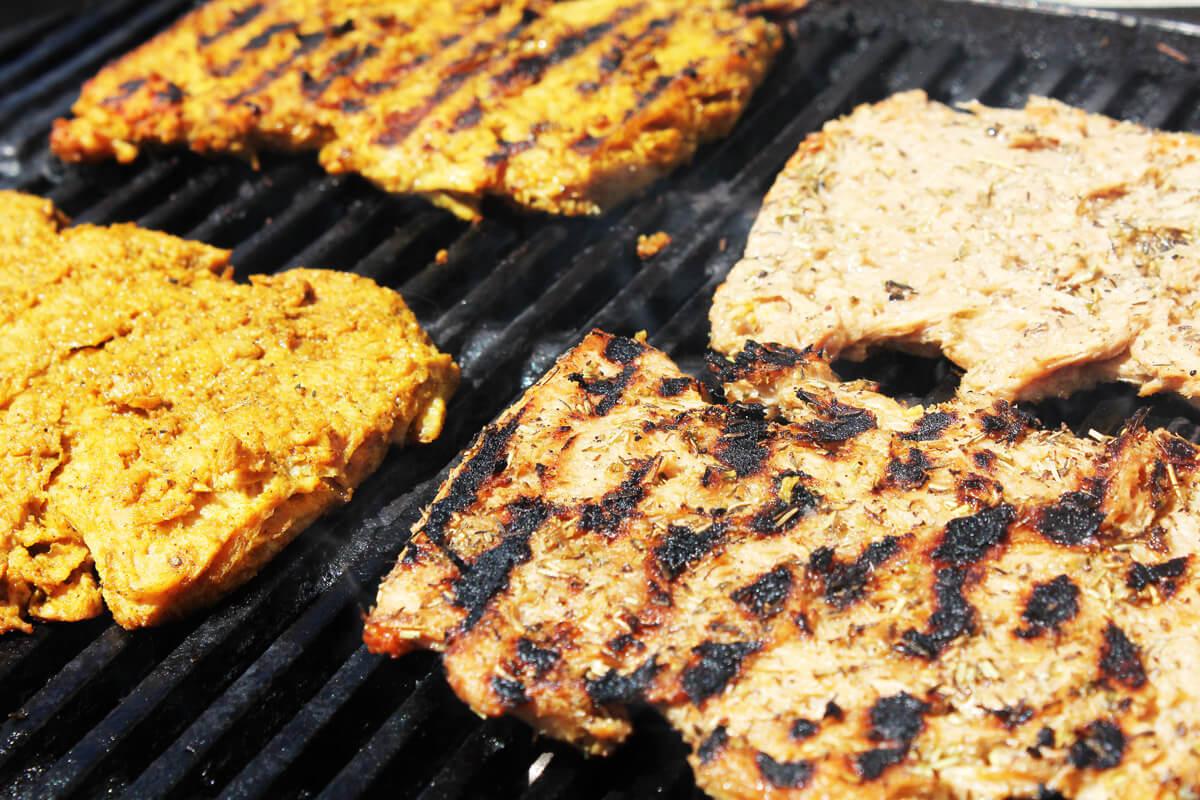 Vegane Soja-Grillsteaks mit 3 Marinaden