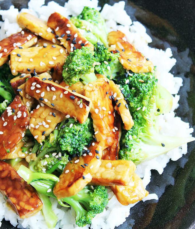 Vegane Tempeh-Brokkoli-Pfanne
