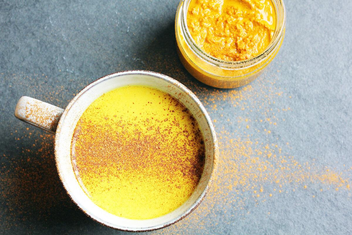 Goldene Milch aus selbstgemachter Kurkuma-Paste