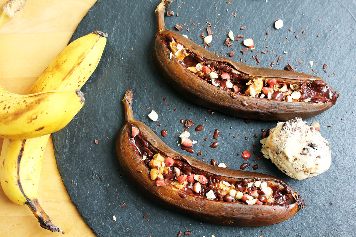 Grilled Banana with Peanut & Chocolate