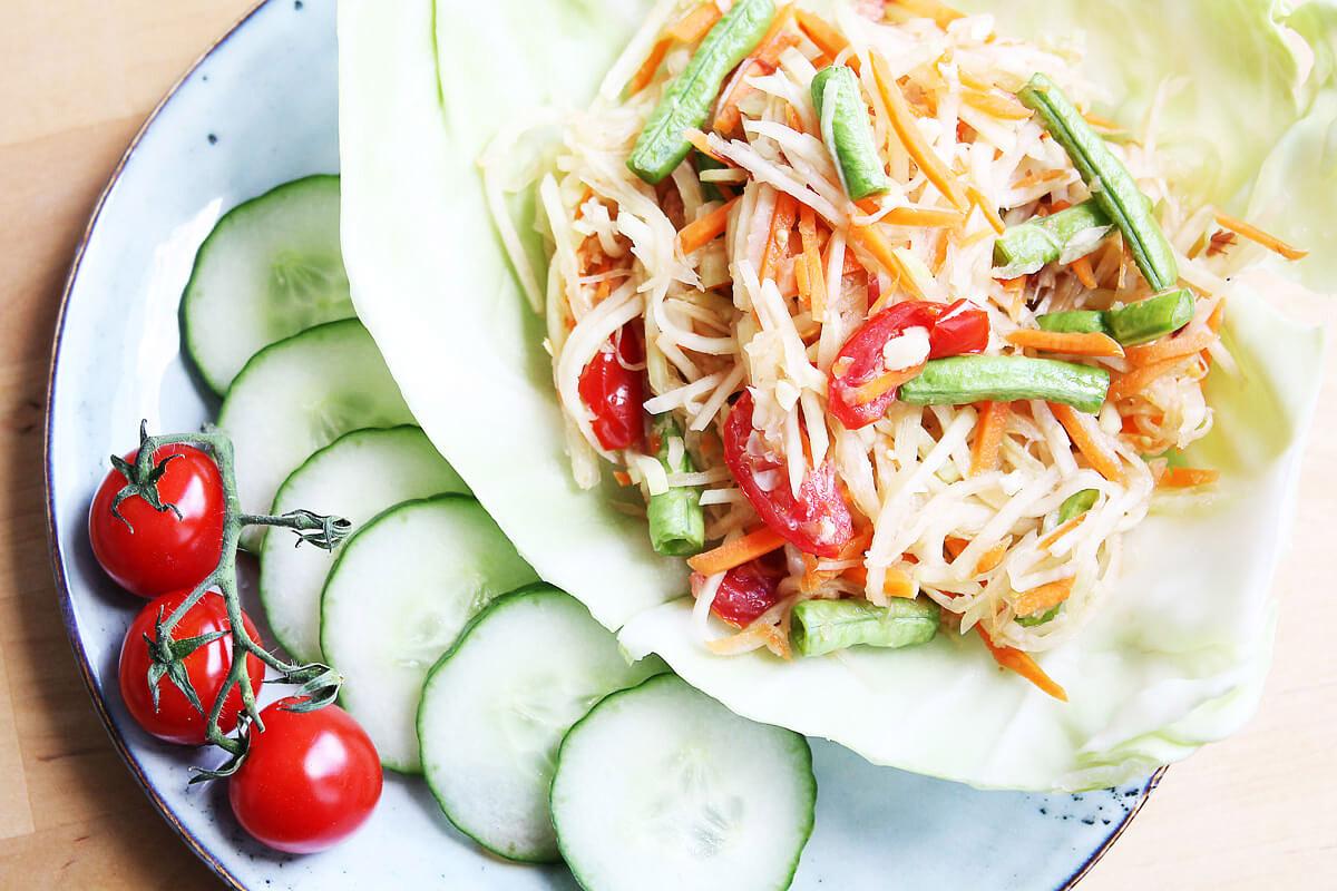 Kohlrabi-Salat nach thailändischer Art (Som Tam)