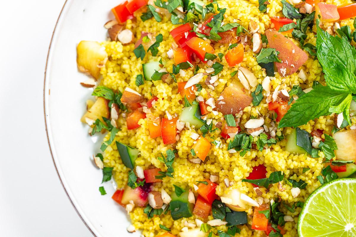 Couscous-Salat mit Pfirsich und Minze