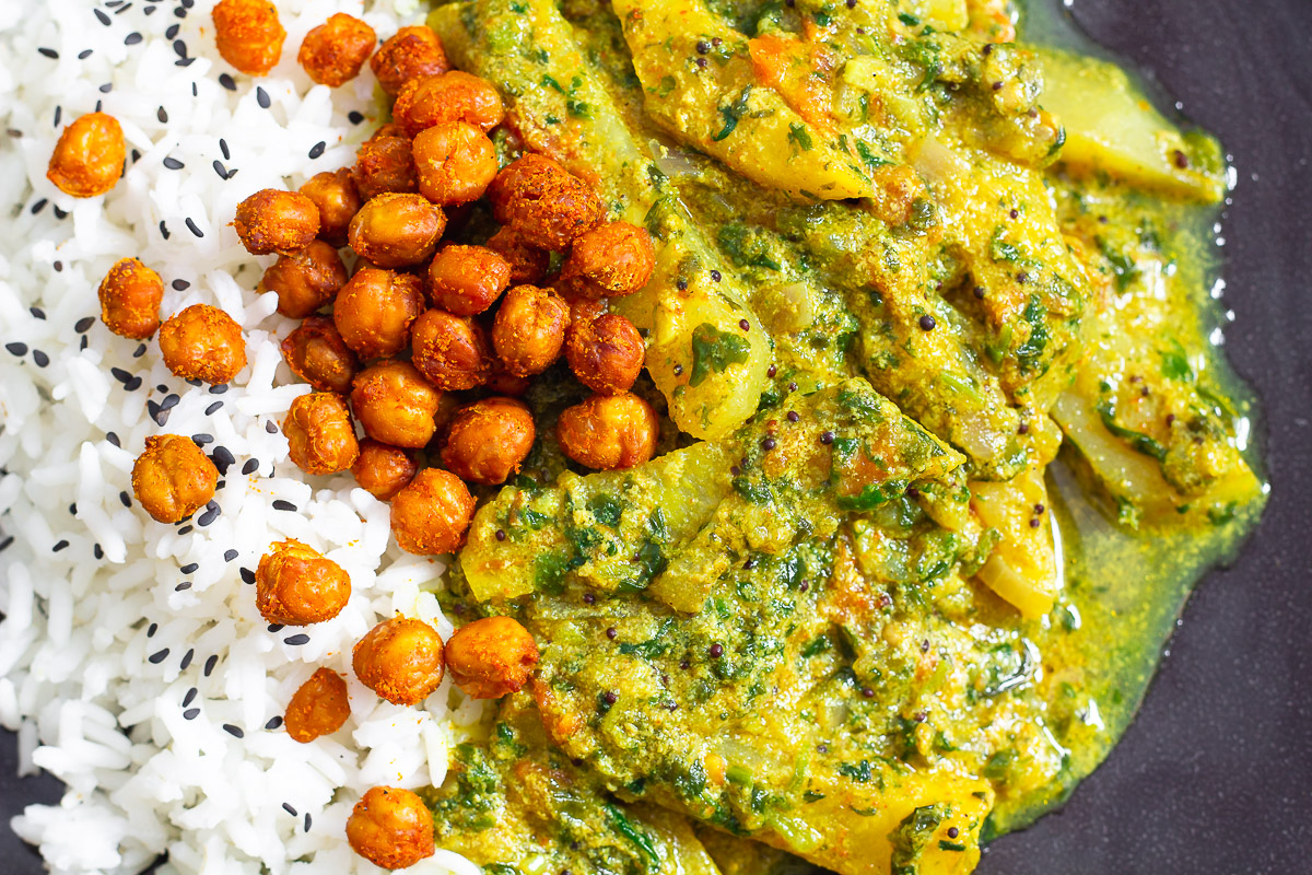 Kohlrabi Curry with Roasted Chickpeas