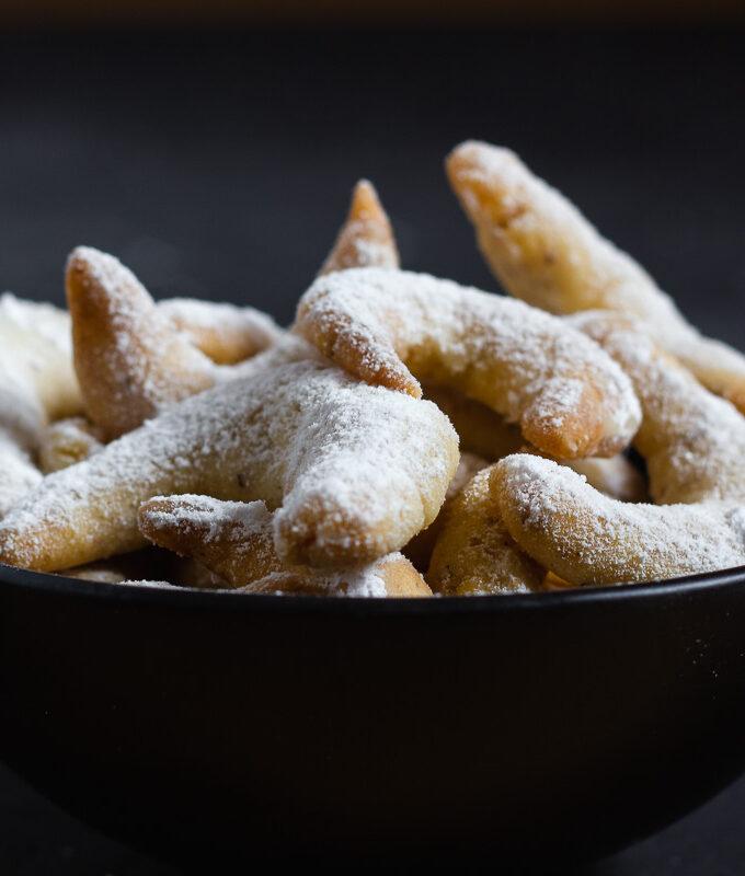 Vegan Vanilla Crescent Cookies