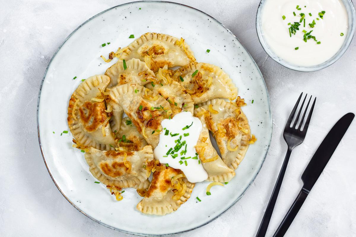 Vegane Piroggen mit Pilz-Sauerkraut-Füllung