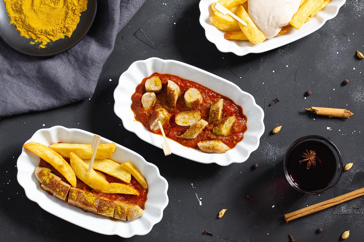 Winterliche Currywurst mit Glühweinsauce (Vegan)
