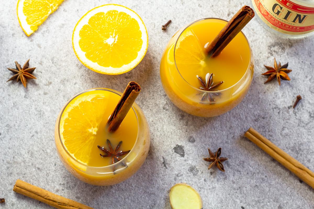 Glüh-Gin mit Orange und Apfel