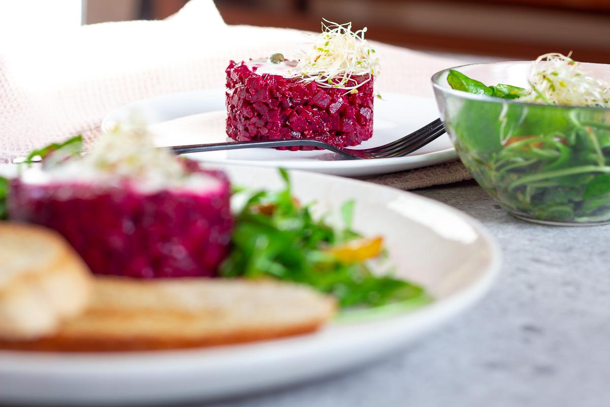 Rote-Bete-Tatar mit Postelein Salat