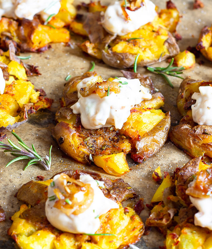 Vegane Quetschkartoffeln mit Zwiebeldip