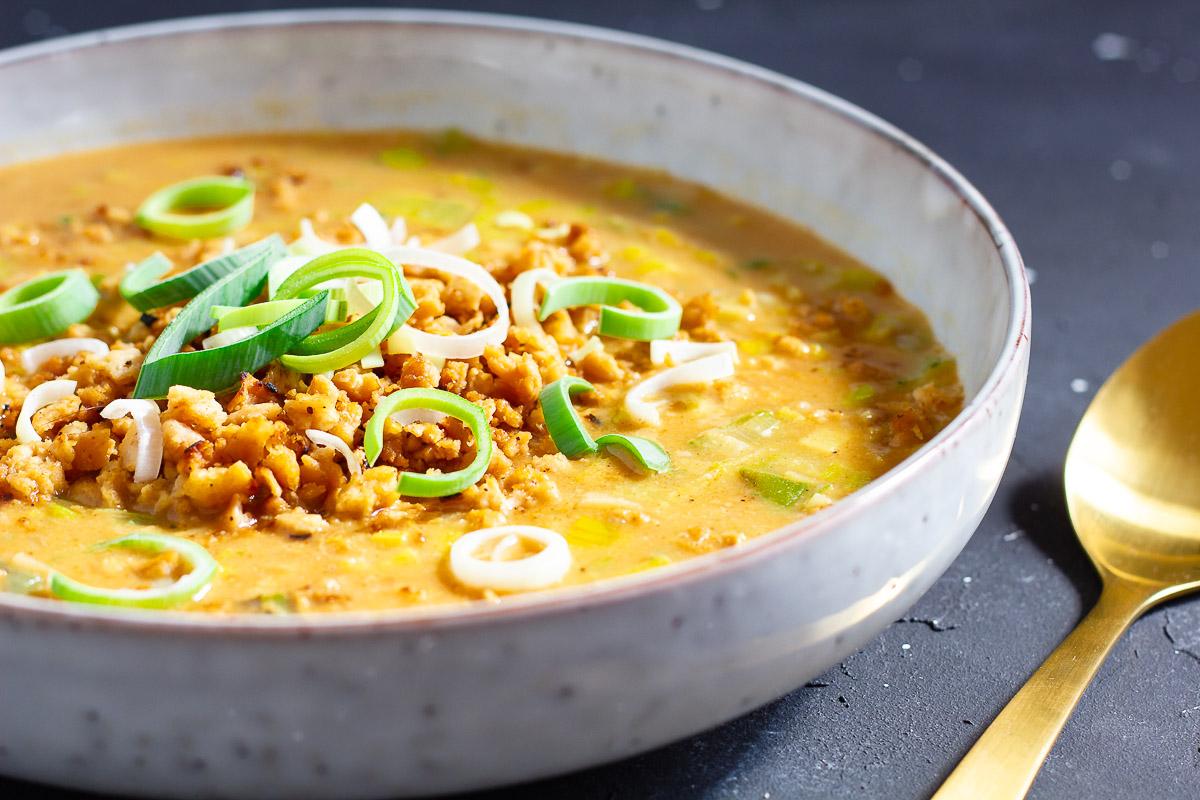 Vegane Lauch-Käse-Suppe mit Hack