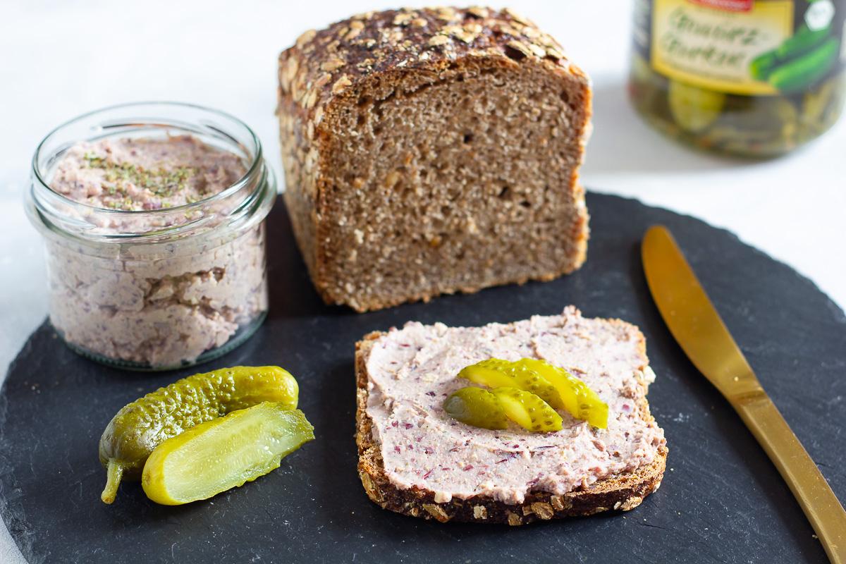 Vegane Leberwurst aus Bohnen und Räuchertofu