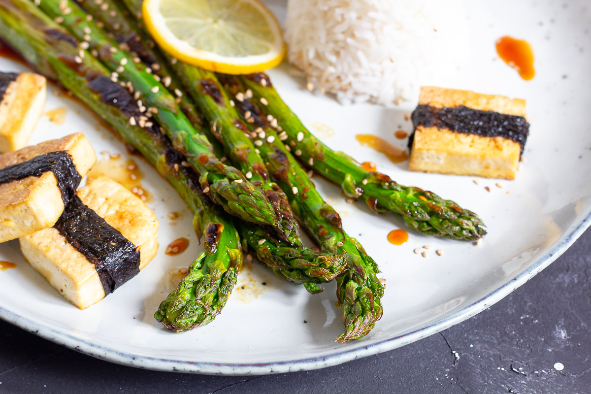 Green Asparagus with Soy Dressing and Tofu